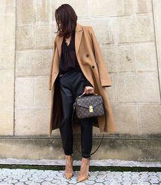 Louis Vuitton Pochette Métis: recensione e ispirazione – no time for style Fashion Mode, Fashion Week, Look Fashion, Winter Fashion, Fashion Outfits, Womens Fashion, Classy Fashion, Fashion 2018, Trendy Fashion