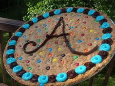 """How to make a giant chocolate chip cookie - a.a, """"mall"""" cookie (chocolate chip cookie cake decorations) Giant Cookie Cake, Chocolate Chip Cookie Cake, Giant Chocolate, Big Cookie, Cookie Cakes, Giant Cookies, Giant Cookie Recipes, Super Cookies, Cookie Pizza"""