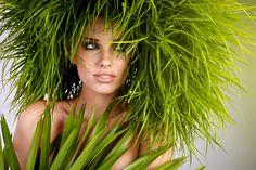Le erbe afrodisiache sono delle piante officinali che stimolano il desiderio ed aumentano il piacere sessuale.  Queste erbe agiscono sull'apparato endocrino, agendo sia a livello mentale che fisico.  Puoi assumerle attraverso tisane, decotti, tinture, sciroppi, cataplasmi, estratti, succhi, polveri.  Ti consiglio le erbe afrodisiache se vuoi potenziare il tuo organismo ed evitare di dire No ad una bella notte d'amore a causa di pigrizia e stanchezza.