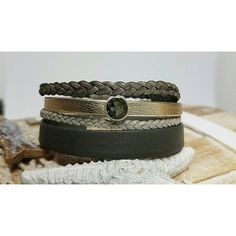 Eine Variante in Khaki 💍 Preis: 20€ 🛍  #Armband #SwarovskiElements #gold #Sandrabormanndesign #glitzer #Schmuck #Leder  #khaki  #natur #elegant #Magnetverschluss #musthave #germany #beautiful #Schmuckstück #handmade #Armreif #picoftheday #cute #schmuckliebe #bracelet #leather #Jewellery #bormann #women #leatherbraceletseller #diy