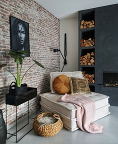 50 Best Small Living Room Design Ideas - The Trending House Small Living Room Design, Home Living Room, Living Room Designs, Living Room Decor, Bedroom Decor, Cheap Home Decor, Diy Home Decor, Piece A Vivre, Dark Interiors