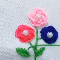 Embroidered flowers for clothes - Hand Embroidery Stitches Embroidery Stitches, Embroidery Patterns, Hand Embroidery, Sewing Patterns, Sewing Hacks, Sewing Crafts, Sewing Projects, Diy Flowers, Fabric Flowers