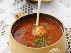 Tomatensuppe und Hackfleischklößchen - smarter - Zeit: 30 Min. | eatsmarter.de #eatsmarter #rezepte #rezept #fleisch #hackfleisch #hack #rind #rindfleisch #schweinefleisch #schwein #gerichte #herzhaft #hauptgericht #mittagessen #abendessen #tomatensuppe #tomate #suppe