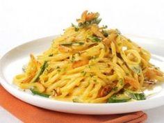 Pasta with zucchini and saffron Zucchini Pasta, Spaghetti, Ethnic Recipes, Food, Greek, Cooking, Recipes, Kitchen, Eten