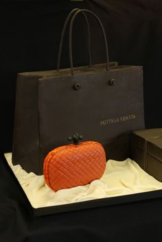 A cake version of Bottega Veneta's orange quilted clutch purse. Be still my beating heart! Shoe Cakes, Cupcake Cakes, Cupcakes, Handbag Cakes, Purse Cakes, Cake Story, Gift Box Cakes, Brand Name Bags, Orange Quilt