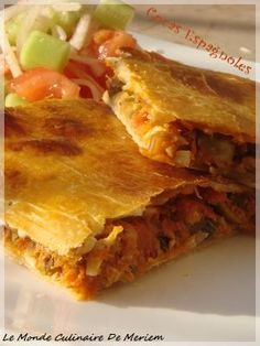 I want to share with you this excellent recipe of Spanish Cocas, which I discovered on Eryn&am. Spanish Dishes, Spanish Food, Spanish Recipes, Empanadas, Brunch Buffet, Tapas Bar, Tacos, Football Food, Arabic Food