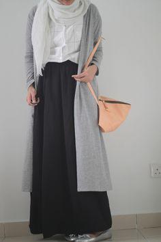 Dress down day. Be comfortable amd at the same time keep the style Street Hijab Fashion Hijab Casual, Modest Fashion Hijab, Street Hijab Fashion, Hijab Chic, Fashion Outfits, Fasion, Islamic Fashion, Muslim Fashion, Modest Wear