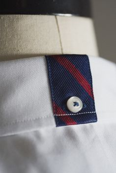 UPENN Red & Blue silk-trimmed oxford patented collar detail by Weyhill & Wharf Shirt Collar Styles, Styles P, Islamic Wall Art, Boys Shirts, Starters, Men Fashion, Beautiful Things, Preppy, Casual Shirts