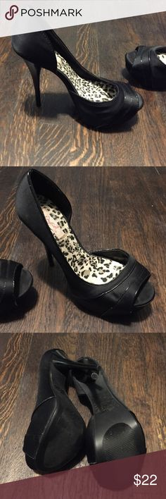 Size 6.5 black pumps, 6 in heel The gorgeous pumps with 6 in heel and 1 in platform base in black have been worn only once! Surprisingly my second most comfortable pair I have, wore these for a wedding I was standing in for a good 6 hours straight! Very comfortable and pretty much brand new Shoes Heels