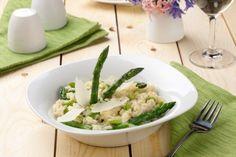 C'è chi preferisce il classico chi, invece, sente l'esigenza di accostarlo a qualche altro delizioso ingrediente. Ecco a voi una selezione dei nostri migliori risotti agli asparagi!