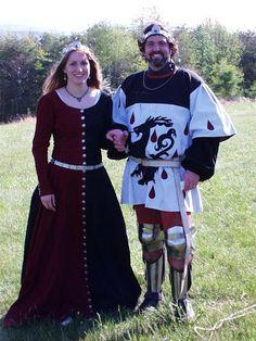 Ritter in besonders kurzem Wappenrock