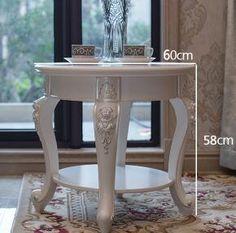 ヨーロッパ型家具コーナー数ラウンド。小さなティーテーブル。