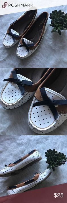 Naturalizer Artural soul detail loafer boat shoes Naturalizer Artural soul detail loafer boat shoes. Excellent used condition. White laser cut detail with tan trim and navy tie. So cute and flattering on. Received many compliments! ⚓️⚓️⚓️💙 Naturalizer Shoes Flats & Loafers