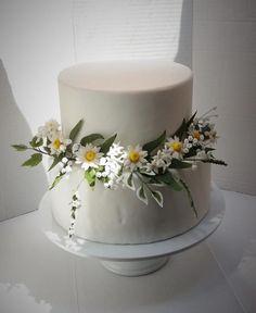 Wedding cake with sugar flowers (daisies, jasmine stephanotis, gypsophila, various leaves, ….) #weddingcakes