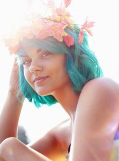 Short turquoise hair with flower crown Short Blue Hair, Girl Short Hair, Short Hair Cuts, Short Hair Styles, Hair Color Blue, Green Hair, Hair Colors, Blue Green, Cool Short Hairstyles