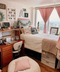dorm room - dorm room ideas + dorm room + dorm room designs + dorm room ideas for guys + dorm room organization + dorm room decor + dorm room hacks + dorm room ideas organization College Bedroom Decor, Cool Dorm Rooms, College Dorm Rooms, Living Room Decor, Boho Dorm Room, College Bathroom, Student Bedroom, College Closet, College Apartments