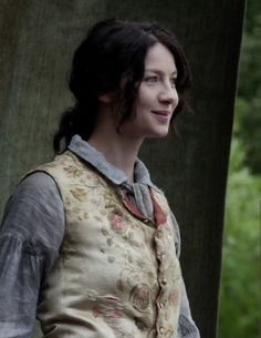 Claire (Caitriona Balfe) in The Search of Outlander on Starz via http://outlander-online.com/2015/05/10/1370-uhq-1080p-screencaps-of-episode-1x14-of-outlander-the-search/