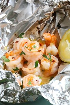 Shrimp Scampi Foil Packets are so fast and easy, perfect to make all summer long. Shrimp Scampi Foil Packets sind so schnell und einfach, . Healthy Recipes, Ww Recipes, Fish Recipes, Seafood Recipes, Cooking Recipes, Skinnytaste Recipes, Dinner Recipes, Clean Eating, Healthy Eating