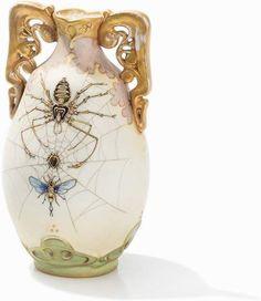 Amphora-Werke, Porzellanvase, Österreich/Böhmen, 1895-1900 Porzellan mit weißer Glasur und mattem