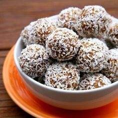 Pin for Later: Snacks to Satisfy Serious Sugar Cravings Carrot Cake Protein Balls Calories: 88 Fiber: grams Protein: grams Get the recipe: No-bake carrot cake protein balls Healthy Desserts, Dessert Recipes, Healthy Recipes, Vegan Snacks, Protein Recipes, Cake Recipes, Snack Recipes, Healthy Breakfasts, Baked Carrots