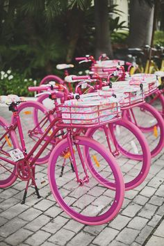 Neon Pink bikes in Palm Beach White Summer Outfits, Pink Summer, Summer Nails, Style Summer, Summer Colors, Color Rosa, Pink Color, Summer Maternity Fashion, Maternity Style