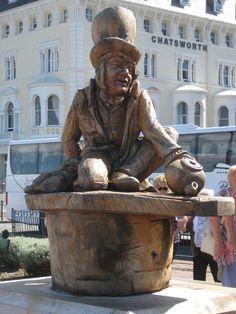 Mad Hatter wooden sculpture in Llandudno, Wales, UK Anglesey, Snowdonia, Wales Uk, North Wales, Alice Book, Cymru, British Isles, Great Britain, Alice In Wonderland