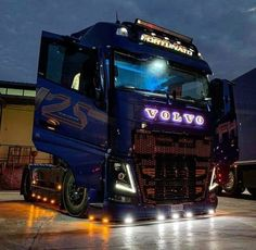 Raptor Engine, Refreshed Inside Make the 2019 Constrained Occasion Better 2019 Ford Volvo V8, Volvo Trucks, Customised Trucks, Android Auto, 2019 Ford, Optimus Prime, Cool Trucks, Luxury Cars, Engineering