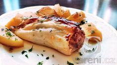 Pečené papriky máme radši než vařené. Tyto papriky jsou plněné mletým masem, pravými hřiby a uzenou paprikou. Výborně chutnají s brambory, s kterými se pečou spolu v jednom pekáči. Recept na vydatný dobrý oběd nebo večeři.