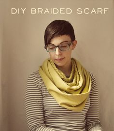 braid scarf - repurpose old tshirts for autumn Diy Scarf, Scarf Ideas, Braided Scarf, Diy Braids, Cool Things To Make, How To Make, Scarf Necklace, Diy Fashion, Fashion Ideas