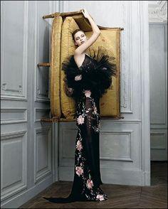 Emanuel Ungaro haute couture Spring 2004. Photo: Jean-Baptiste Mondino.