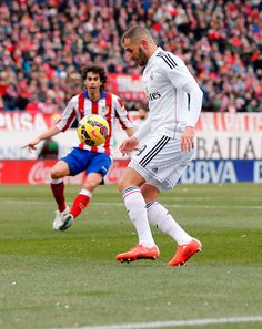 Katim Benzema of Real Madrid in action during the La Liga match between Club Atlético de Madrid and Real Madrid CF at Estadio Vicente Calderón on February 7, 2015 in Madrid, Spain.