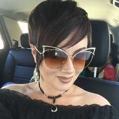 Stunning Curly Pixie Haircuts for 2018 Black Pixie Haircut, Girls Pixie Haircut, Short Curly Pixie, Curly Pixie Hairstyles, Pixie Cut With Bangs, Haircut For Thick Hair, Short Pixie Haircuts, Curly Hair Cuts, Girl Haircuts
