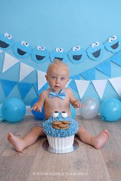 www.wonder-fotografie.nl Cake Smash Fotoshoot Sesamstraat Koekiemonster Blauw Jongen Fotograaf Almere