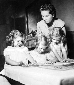 Med Désirée, Margaretha & Birgitta december 1941