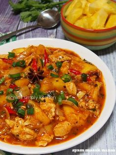 ayam masak nanas Indian Food Recipes, Asian Recipes, Ethnic Recipes, K Food, Good Food, Roti Canai Recipe, Malay Food, Indonesian Cuisine, Malaysian Food