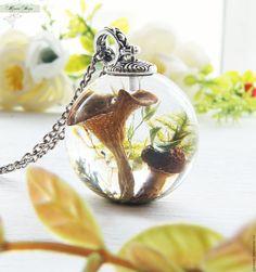 """Купить Кулон-шар 30 мм """"The secret life of the forest"""" из ювелирной смолы"""