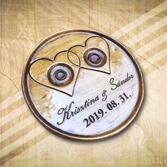 Kör alakú gyűrűtartó fából, névvel, dátummal - Mívesfa #esküvő #nászajándék #gyűrűtartó #egyediajándékesküvőre Paros, Personalized Items, Deco