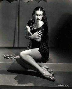 Dorothy Lamour in Man About Town directed by Mark Sandrich, 1939 Golden Age Of Hollywood, Vintage Hollywood, Hollywood Glamour, Hollywood Stars, Hollywood Actresses, Classic Hollywood, Dorothy Lamour, Vintage Glamour, Vintage Beauty