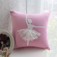 Cotton/Linen Cushion Cover Handmade Pillowcase with Lace Decorative Cushion Cover Sofa Car Seat Pillow Covers Pink Pillowcase How To Make Pillows, Diy Pillows, Throw Pillows, Diy Christmas Arts And Crafts, Large Cushion Covers, Decorative Cushions, Easy Sewing Projects, Throw Pillow Covers, Screenprinting