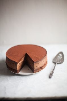 Triple Chocolate Mousse Cake is for all the chocolate lovers. A light sponge cake is topped with a silky smooth, rich mousse and topped with ganache. Triple Chocolate Mousse Cake, Chocolate Sponge, Chocolate Cake, Chocolate Mousse Cheesecake, Coffee Mousse Cake Recipe, Chocolate Mousse Recipe, Death By Chocolate, Cupcakes, Cake Recipes