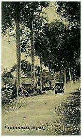 Indonesia~Java~Magelang~ Moordenaarslaan~Animated + Old Car
