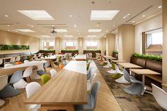 Home Decorating Games For Adults Japan Design, Office Interior Design, Office Interiors, Office Canteen, Cafeteria Design, Kids Cafe, Built In Desk, Room Planning, Library Design