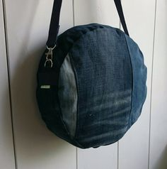 cross-body bag round bag messenger bag of by FabricandVintageTALK
