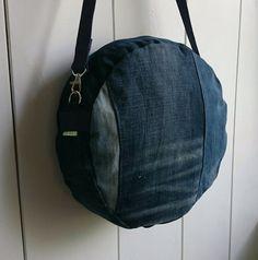 cross-body bag round bag messenger bag of by FabricandVintageTALK