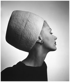 #lisafonssagrives-in-haut-couture-carnegies-king-tut-hat-1945 #louisedahlwolfe-archive