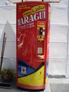jaja... a vending machine... for mate!  Un dispensador con agua caliente para cebar un matecito!