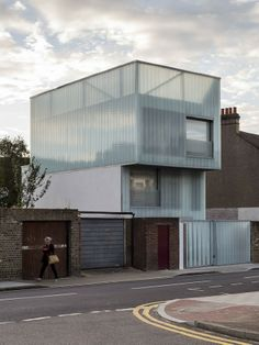 Slip House by Carl Turner Architects As seen on Grand Designs uk Grand Designs Uk, Casas Containers, Build Your Own House, Brick Facade, London House, Facade Architecture, Prefab, Interiores Design, Interior And Exterior