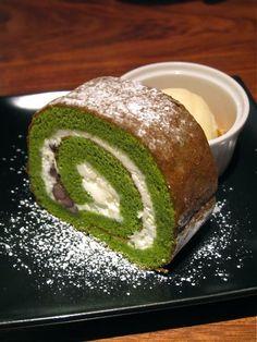 Matcha Green Tea Swiss Roll with Vanilla Ice Cream and Cornflakes on the Side (at Ogawa Coffee, Kyoto Japan) 抹茶ロールケーキ