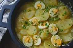 Patatas con huevos en salsa verde Delicious potatoes with eggs in green sauce, a homemade recipe, easy and economical perfect for your weekly menu, a plate of always spoon, great Egg Recipes, Kitchen Recipes, Potato Recipes, Mexican Food Recipes, Vegetarian Recipes, Cooking Recipes, Healthy Recipes, Diet Recipes, Salsa Verde