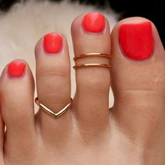 Toe Ring Designs, Nail Designs, Gold Mangalsutra Designs, Pretty Toes, Beautiful Toes, Silver Toe Rings, Knuckle Rings, Midi Rings, Accessories